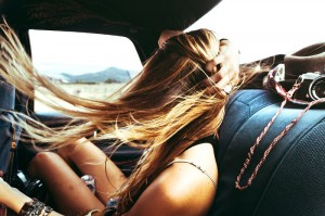 2015-05-Life-of-Pix-free-stock-photos-women-back-car-wind-sidiomaralami